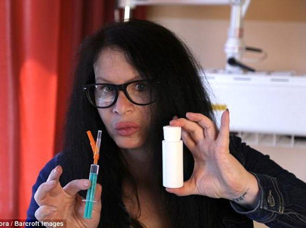 Ngeri! Aktris Jerman Suntikkan Bakteri ke Tubuh Sendiri Demi Awet Muda