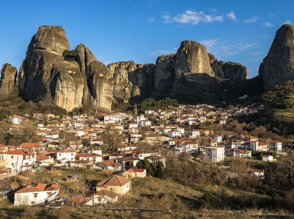 Melacak Meteora dan Biara Melayang Lewat Instagram, Yuk!