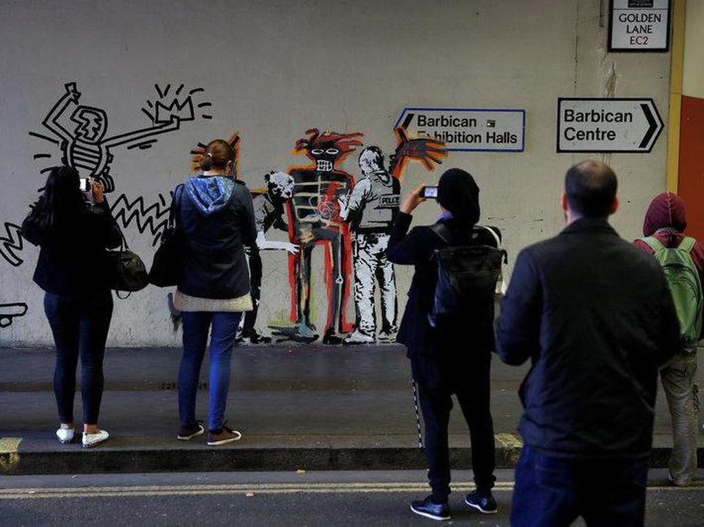 Bansky Bombardir Mural Jean-Michel Basquiat di London