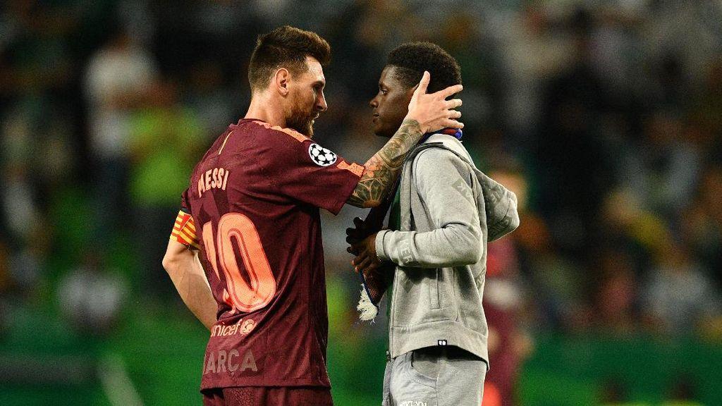 Mencium Kaki Kiri Messi