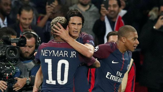 Peluk Mesra Neymar dan Cavani