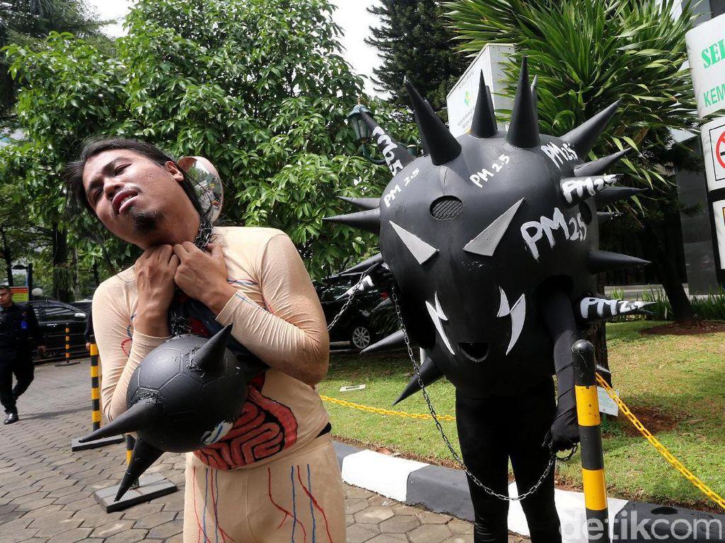 Aksi Spontan Greenpeace yang Bikin Kemenkes Kaget