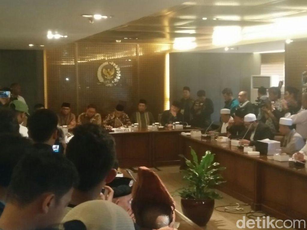 Perwakilan Massa 299 Mengadu ke Fadli Zon dan Politikus PKS
