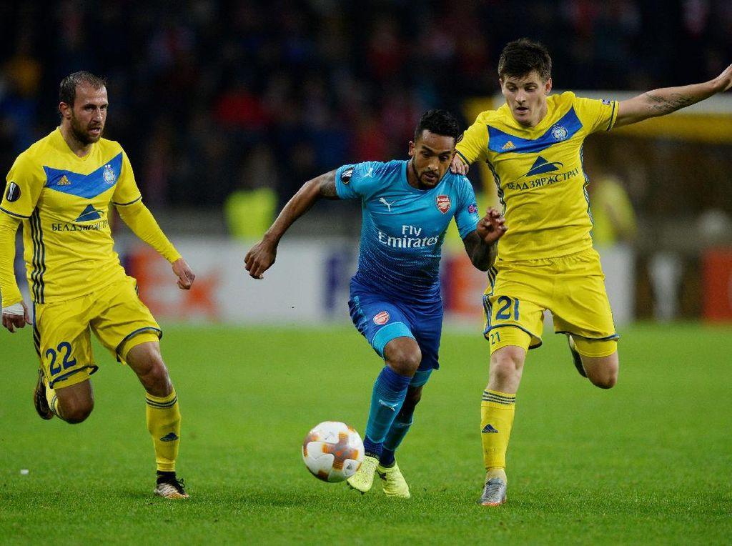 Walcott Dua Gol, Arsenal Kalahkan BATE Borisov 4-2