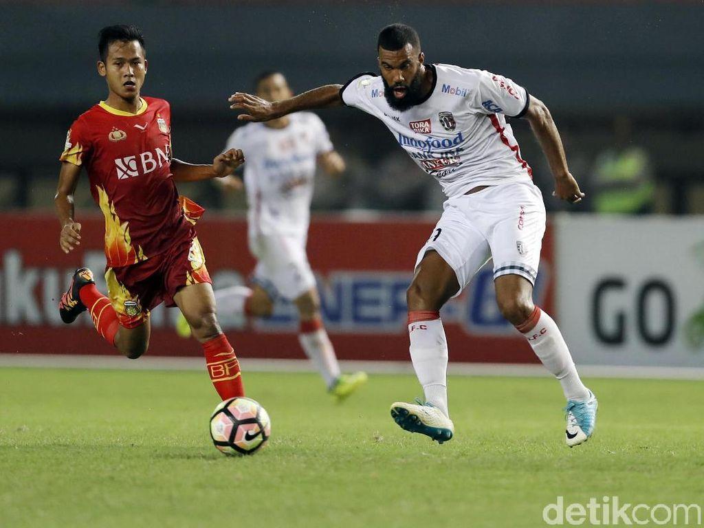 Cetak 35 Gol, Sylvano Comvalius Pecahkan Rekor Liga Indonesia
