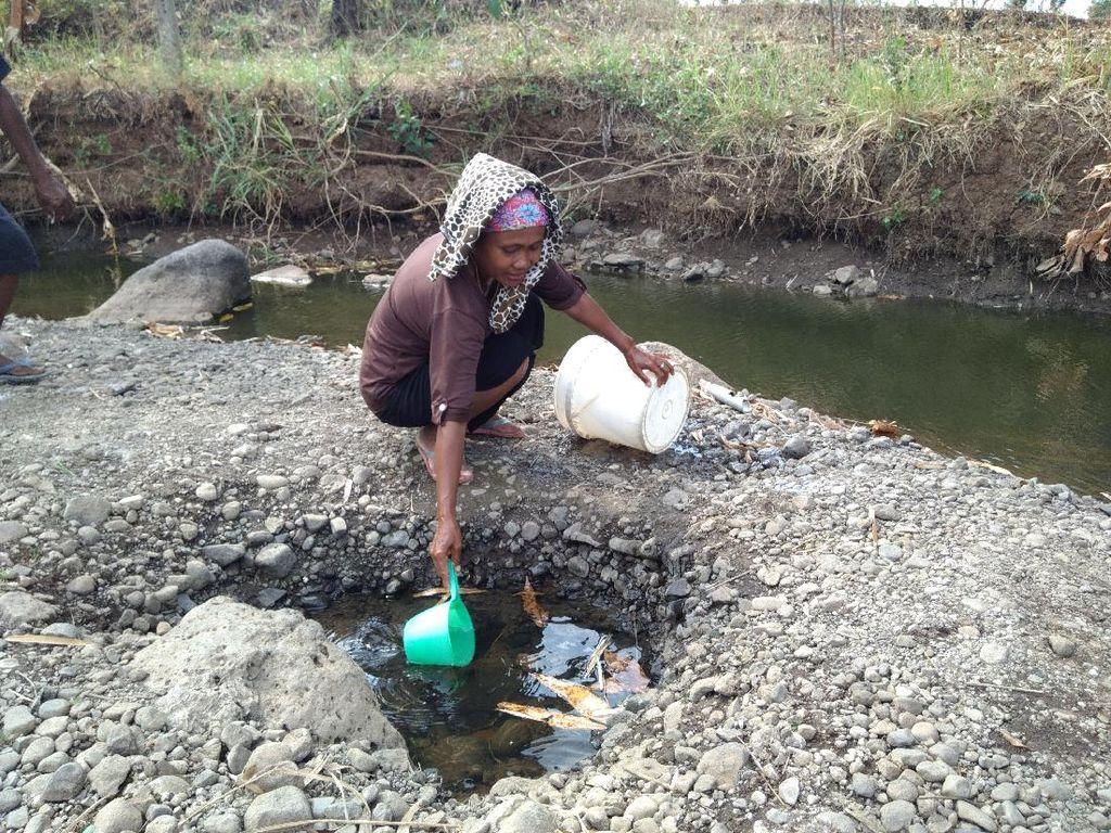 Pengorbanan Warga Desa Probolinggo demi Dapat Air Bersih