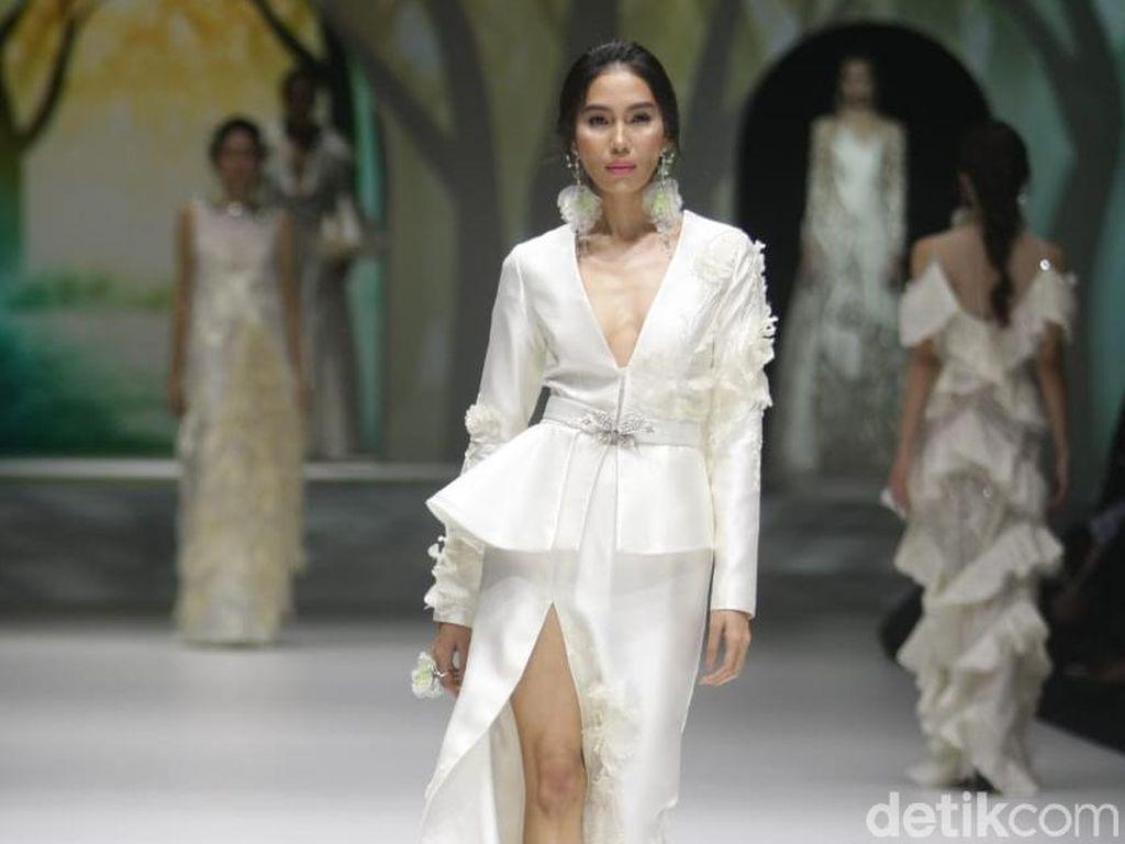 Foto: 20 Koleksi Busana Batik Kudus Terbaru Denny Wirawan