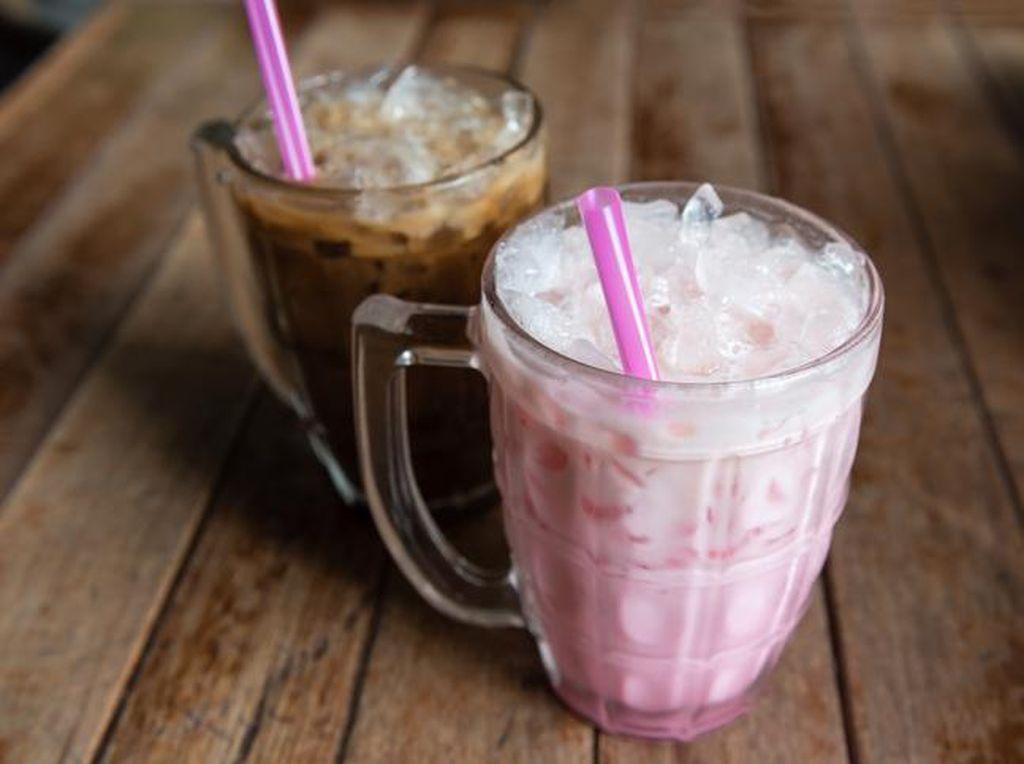 Racikan Minuman Dingin dari Sirup Merah hingga Kopi Thailand yang Menyegarkan