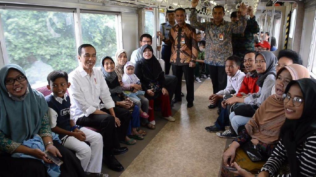 Saat Jokowi Mendadak Naik Commuter Line Jakarta-Bekasi