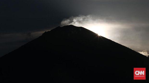 PVMBG Perkirakan Rekahan di Gunung Agung 50-100 Meter