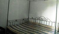 Tempat tidur yang masih asli