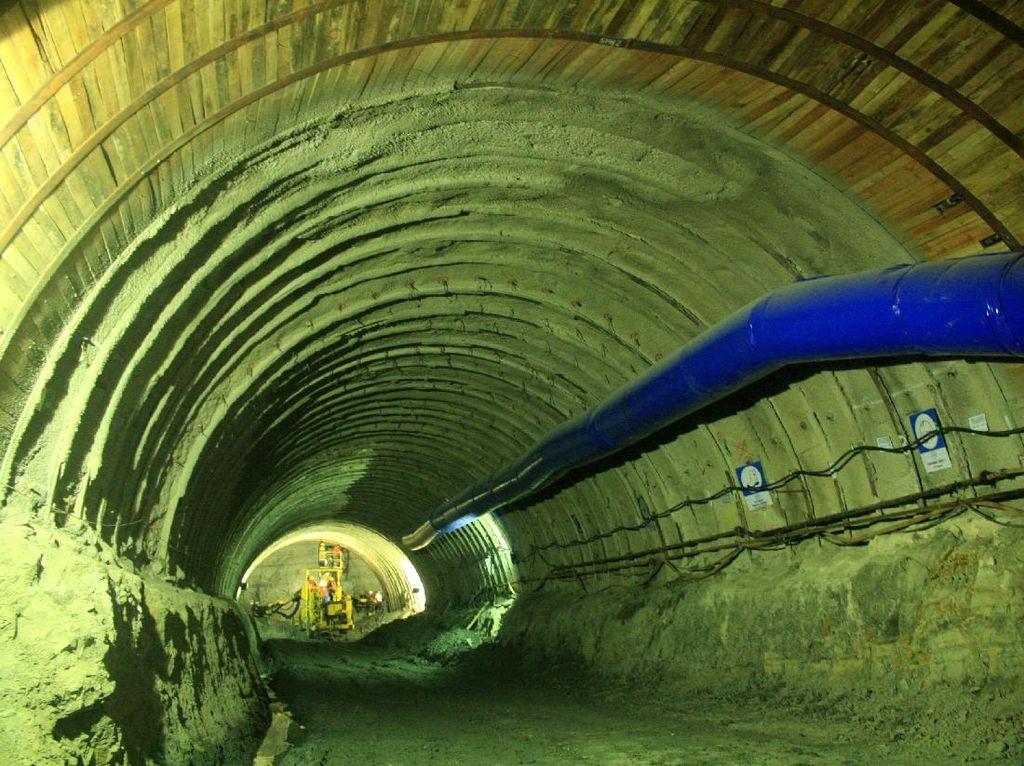 Mengintip Terowongan yang Tembus Gunung Banyumas Hingga Perut Jakarta