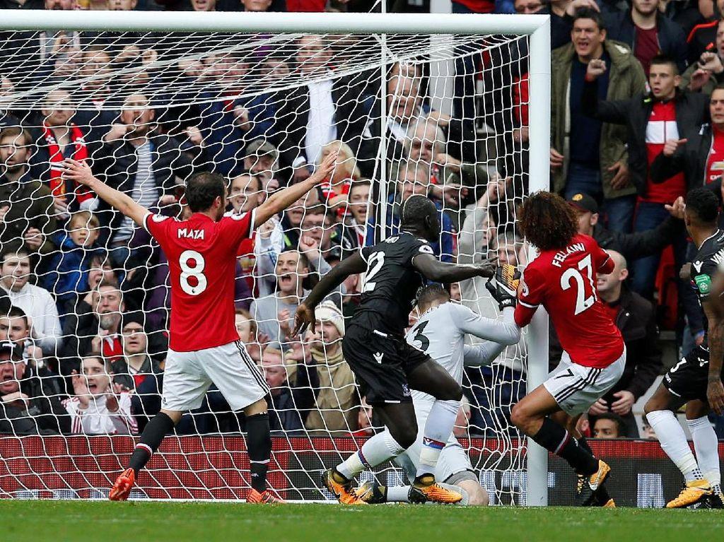 Gol Mata dan Fellaini Bawa MU Ungguli Palace 2-0