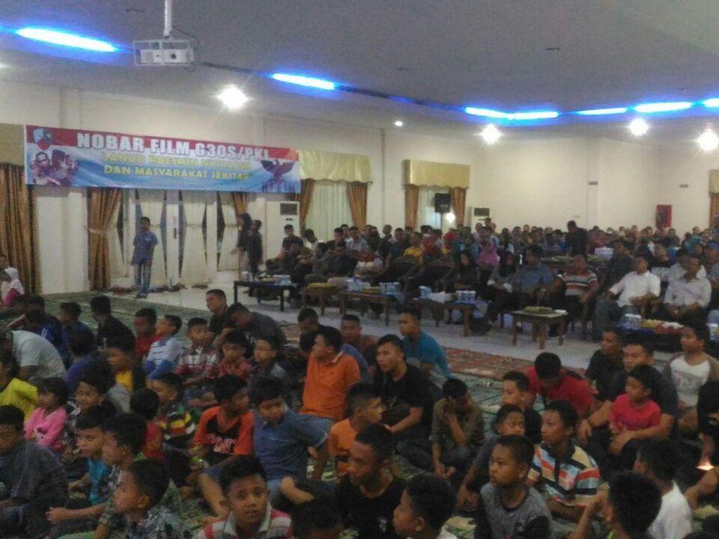 Ramainya Nobar Film G30S/PKI di Lanud Roesmin Nurjadin