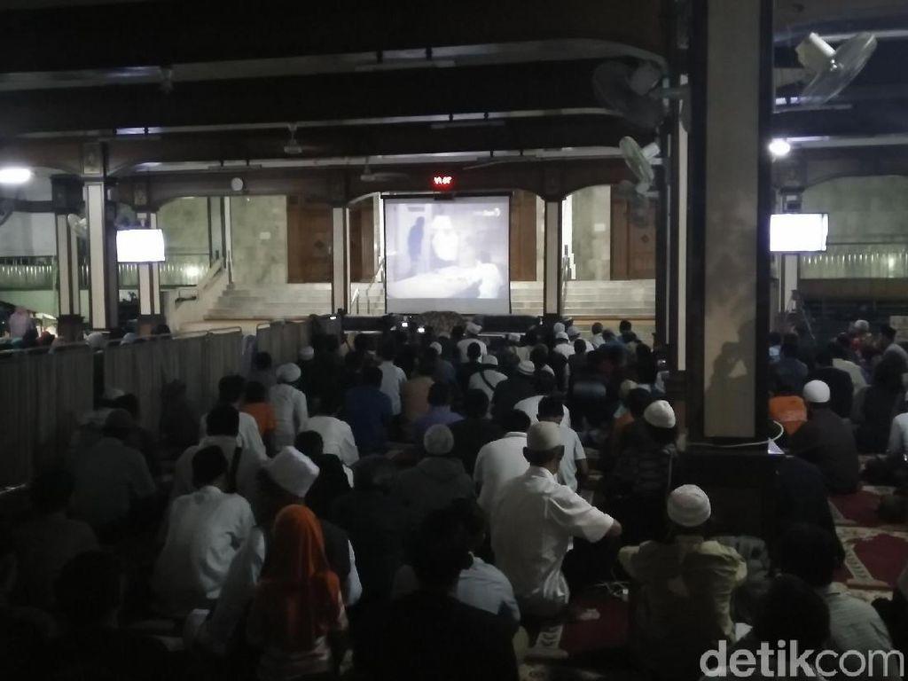 Malam Minggu, Warga Nobar Film G30S/PKI di Masjid Sunda Kelapa