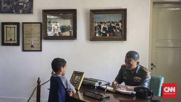 Seornag bocah mengunjungi museum AH Nasution, Jakarta, 2017.