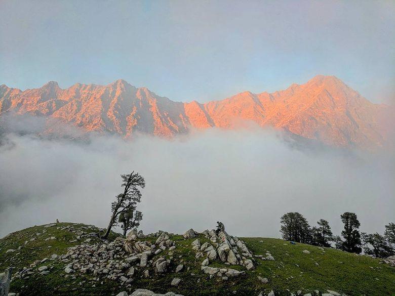 Foto pegunungan yang diambil dengan kamera google pixel