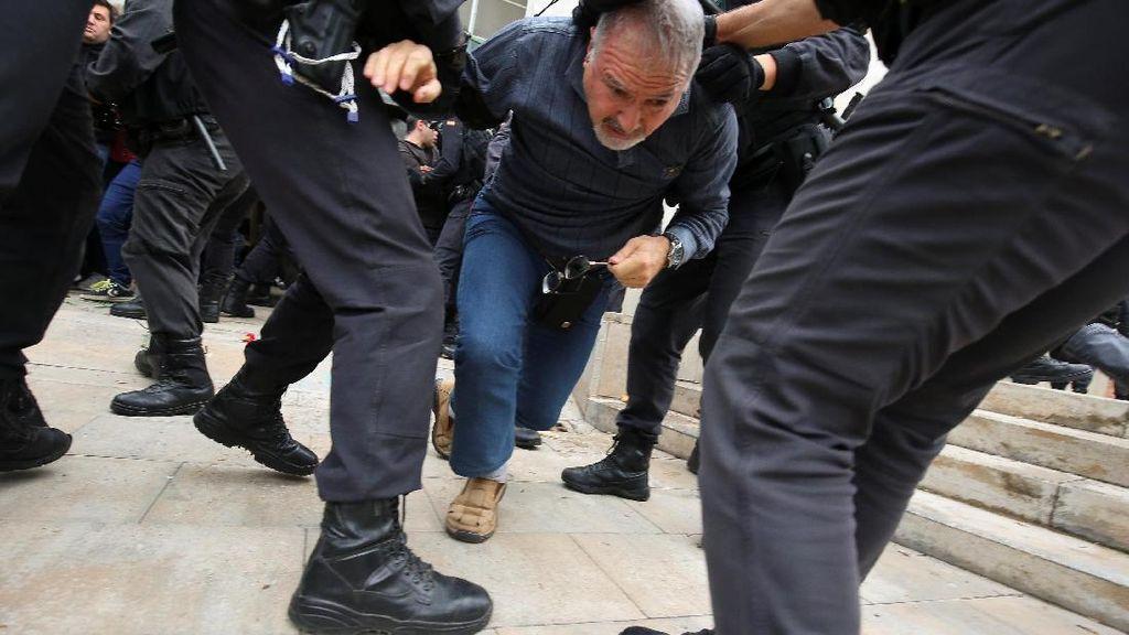 Referendum Catalonia Ricuh, Polisi Tembakkan Peluru Karet
