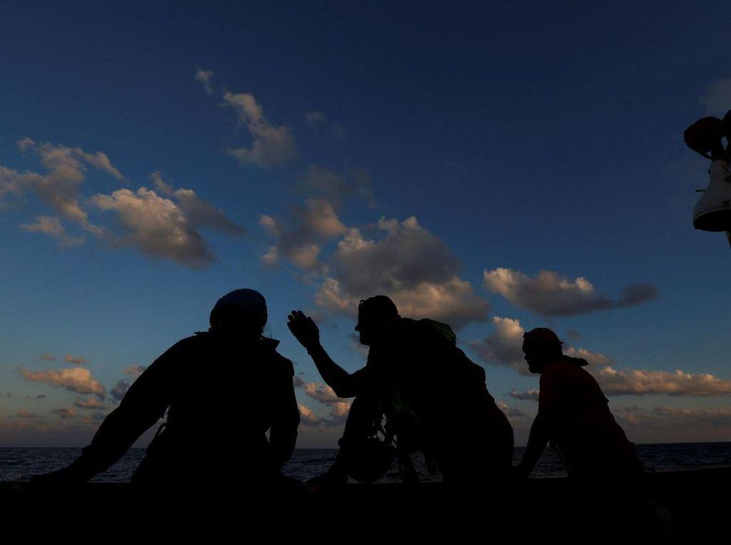 Video Dramatis Proses Evakuasi Migran di Tengah Laut Libya