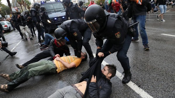 Guardiola Kecam Aksi Kekerasan Polisi Spanyol di Referendum Catalunya