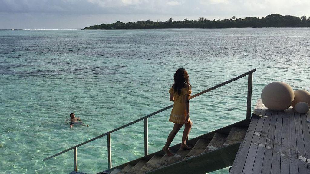 Foto: Gaya Bulan Madu Raisa dan Hamish Daud di Maldives