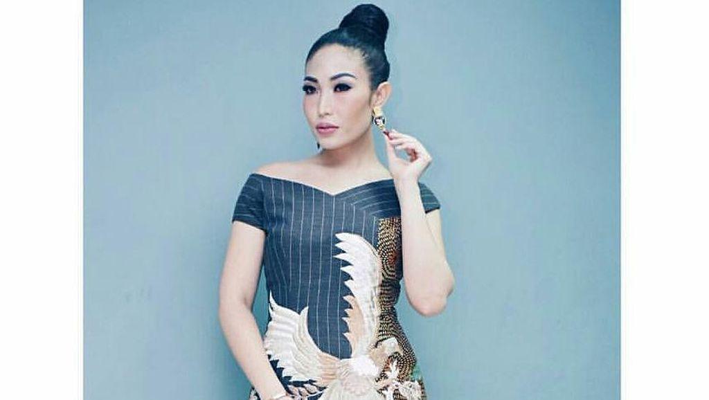 Foto: 10 Inspirasi OOTD Batik yang Kekinian ala Selebriti