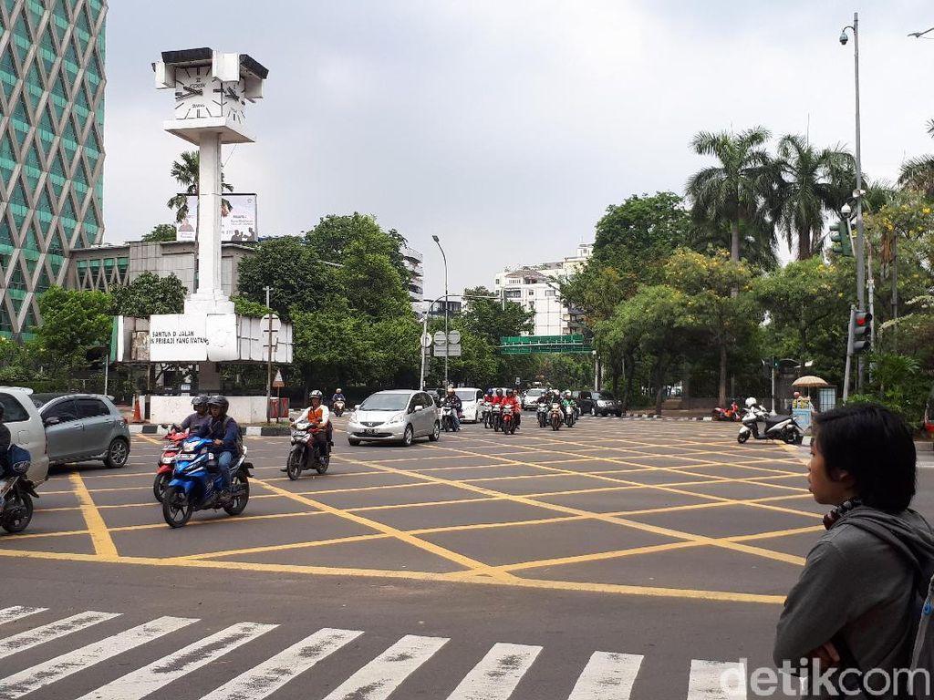 Lucunya Reaksi Pemotor di Thamrin yang Ditegur CCTV Bersuara