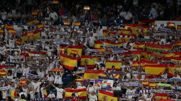 Pertunjukan Bendera Spanyol di Bernabeu sebagai Respons atas Referendum Catalunya