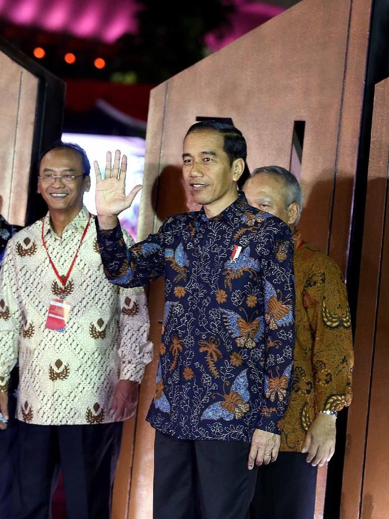 Foto Mengenal Makna 10 Motif Batik Dari Gaya Busana Jokowi