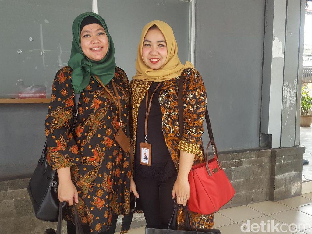 Orang Kantoran Ramai-ramai Pakai Batik: Fashionable dan Bangga