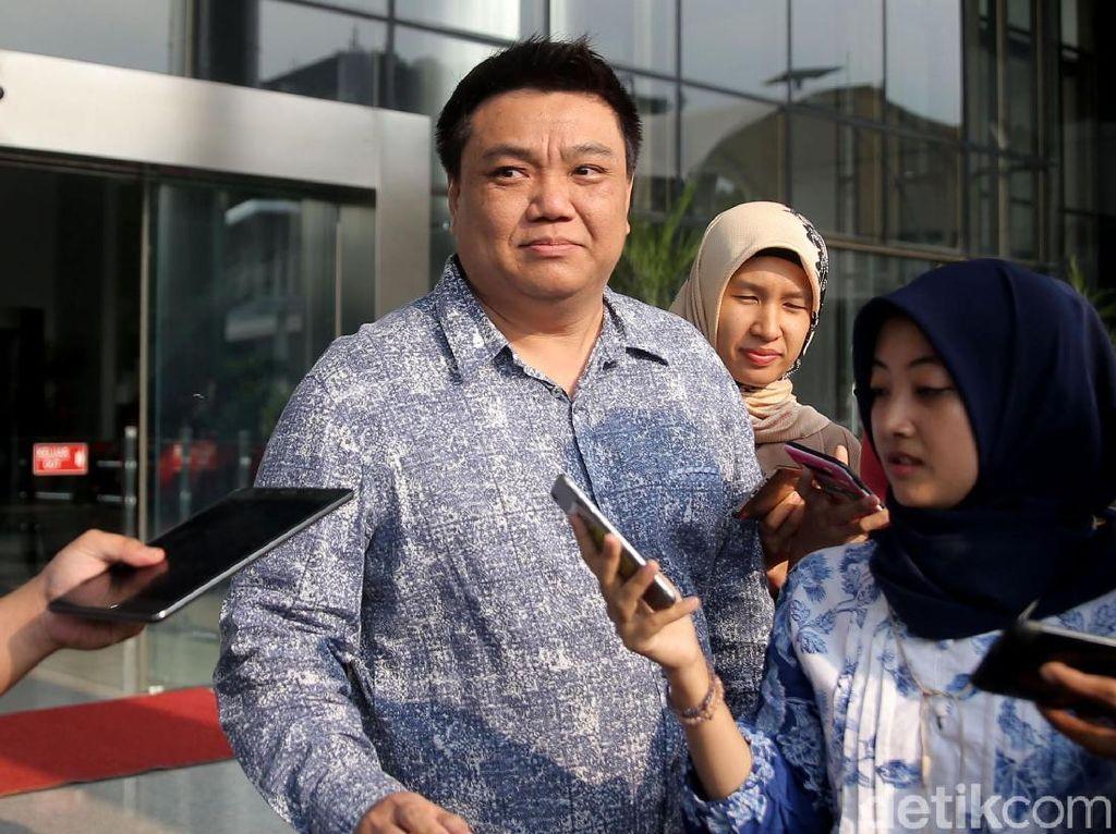 Usai Diperiksa KPK, Adik Andi Narogong: No Comment