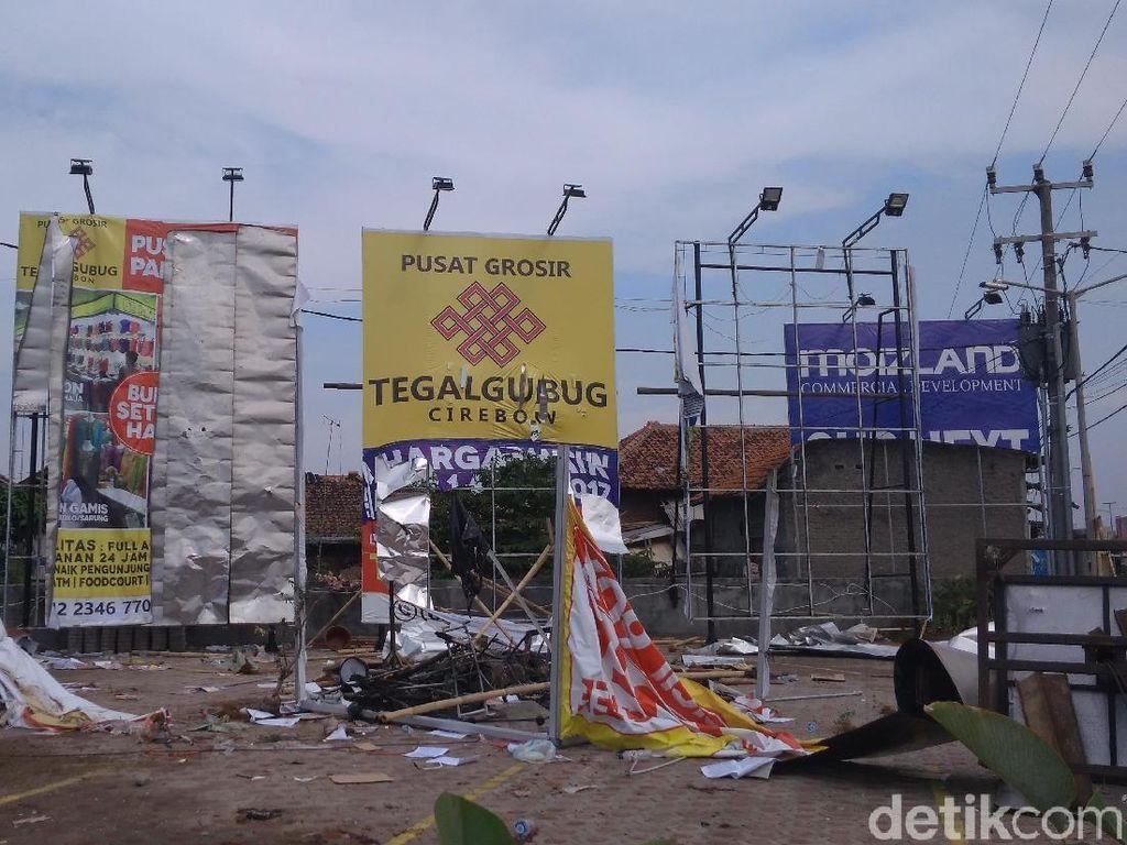 Massa Tegalgubug Rusak Fasilitas Pusat Grosir di Cirebon