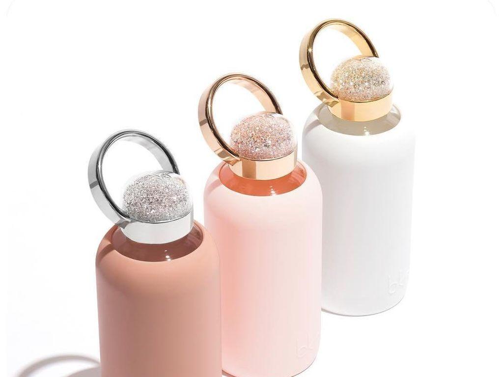 Botol Minum dengan Swarovski Rp 2,5 Juta Ini Terlalu Cantik Untuk Dipakai