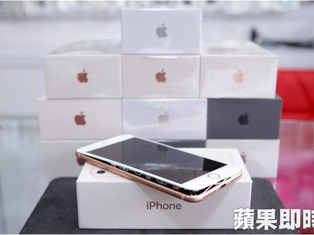 Penampakan iPhone 8 Plus Baru Dibeli Tapi Sudah Rusak