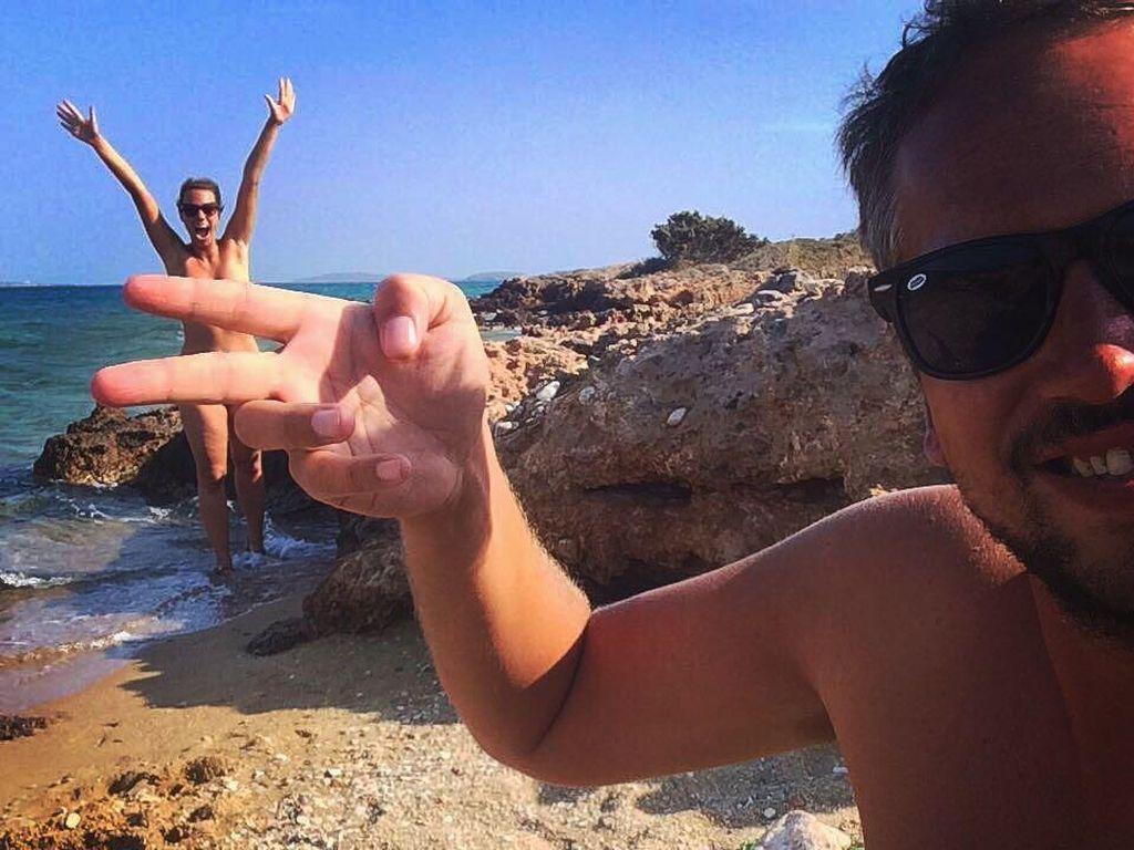 Coba Naked Sauna, Pasangan Ini Ketagihan Jadi Traveler Nudis