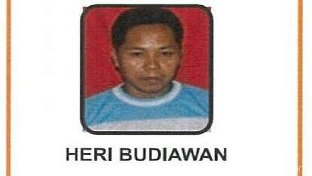 Pembawa Spanduk Palu Arit Mangkir dari Eksekusi 4 Tahun Penjara
