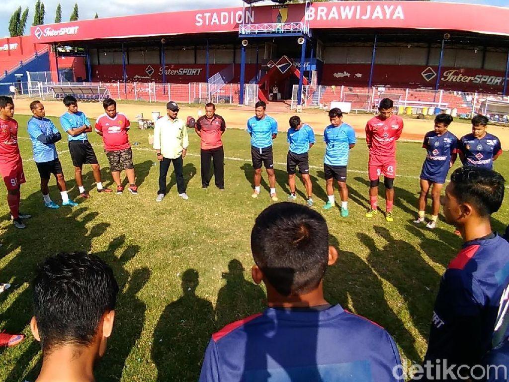 Jelang Playoff, Riono Asnan Gantikan Bejo Sugiantoro Latih Persik