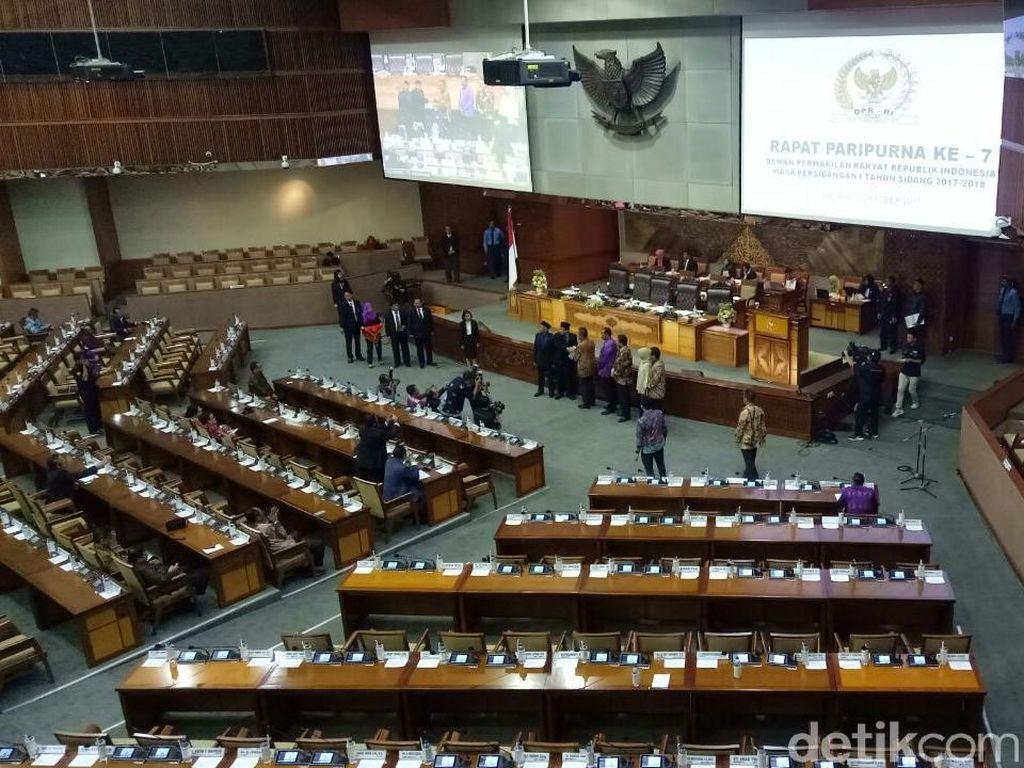 DPR Lantik Politikus PDIP dan Gerindra