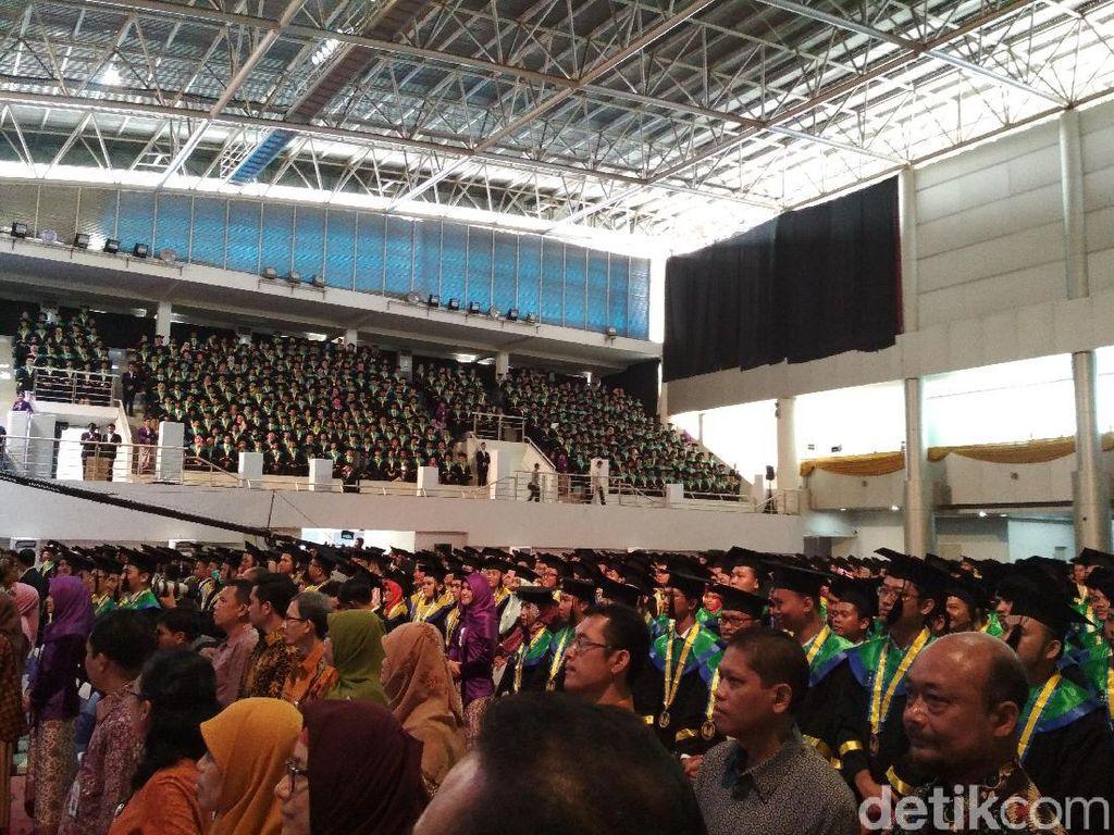 Corona Merebak, Udinus Semarang Tunda Wisuda Ratusan Mahasiswanya