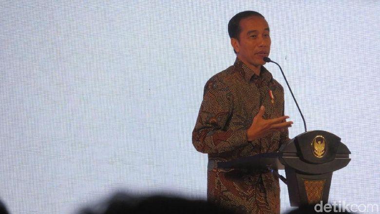 Jokowi Sebut Daya Beli Turun Hanya Isu Politik, Benarkah?