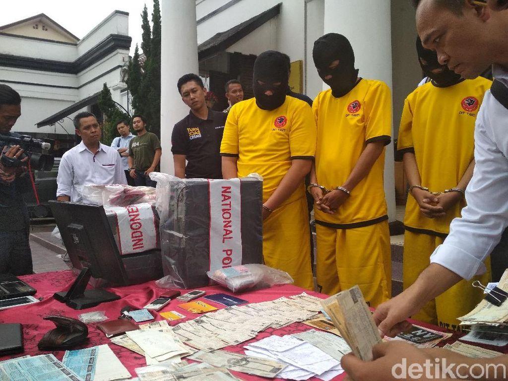 Polda Jabar Ciduk Warganet Terlibat Pemalsuan STNK Mobil