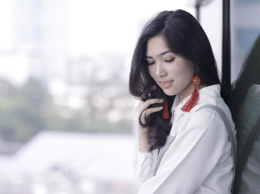 Isyana Sarasvati Ramaikan Bolder In 2 Years Celeb of The Month