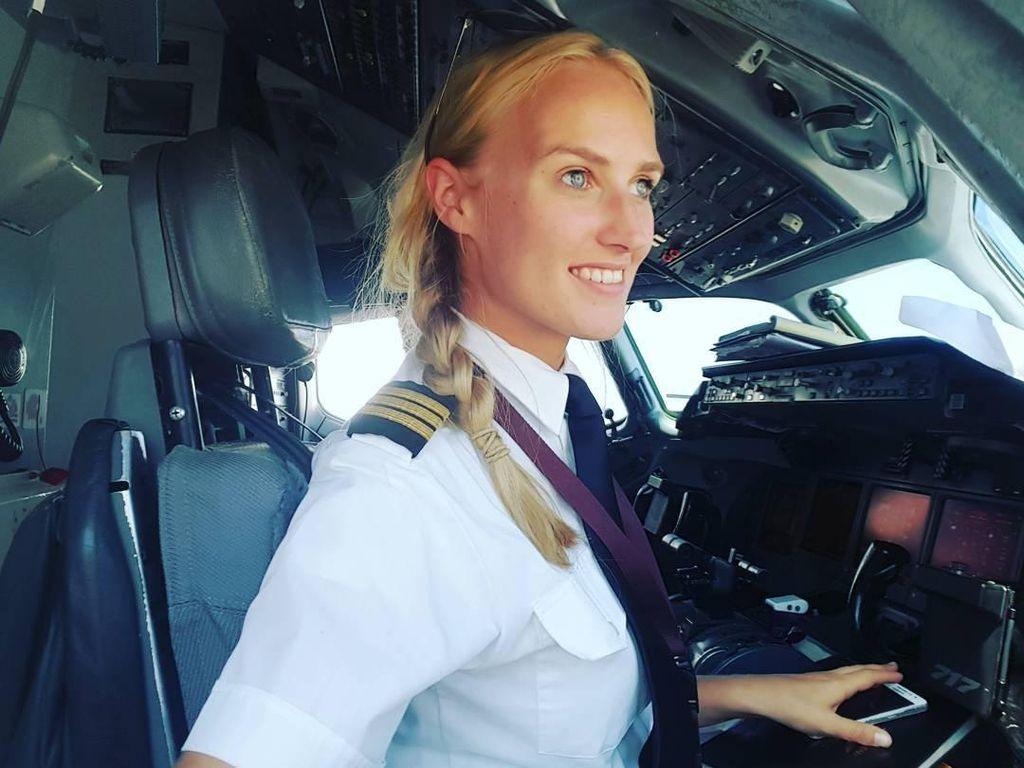 Pilot Cantik Bikin Kamu Terpesona