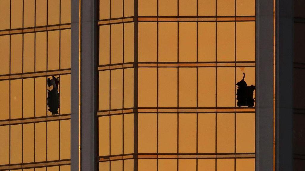 Foto: Dari Lubang Jendela ini, Paddock Tembaki Penonton Konser di Las Vegas
