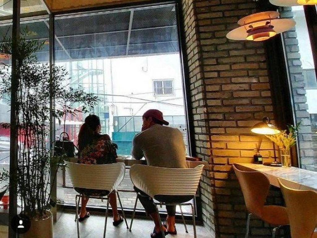 Romantis! Rain dan Kim Tae Hee Kepergok Sedang Kencan