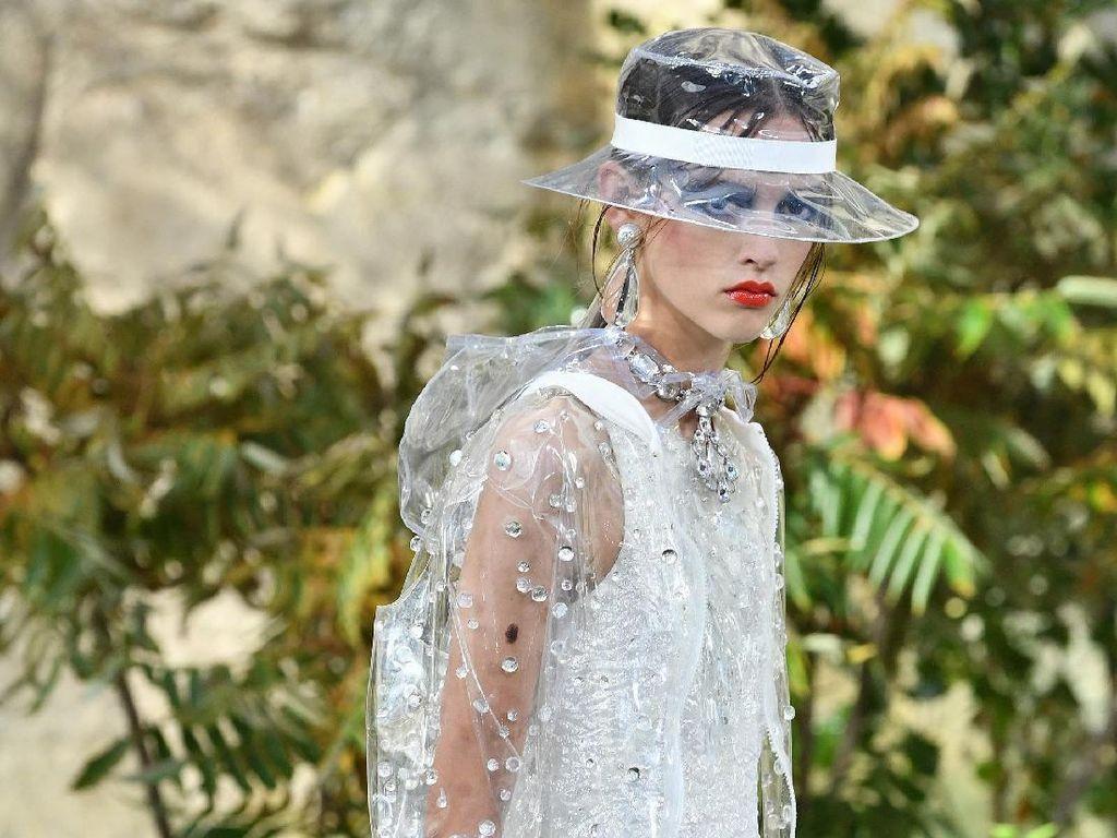 Chanel Rilis Boots dan Jas Hujan Super Stylish Untuk 2018