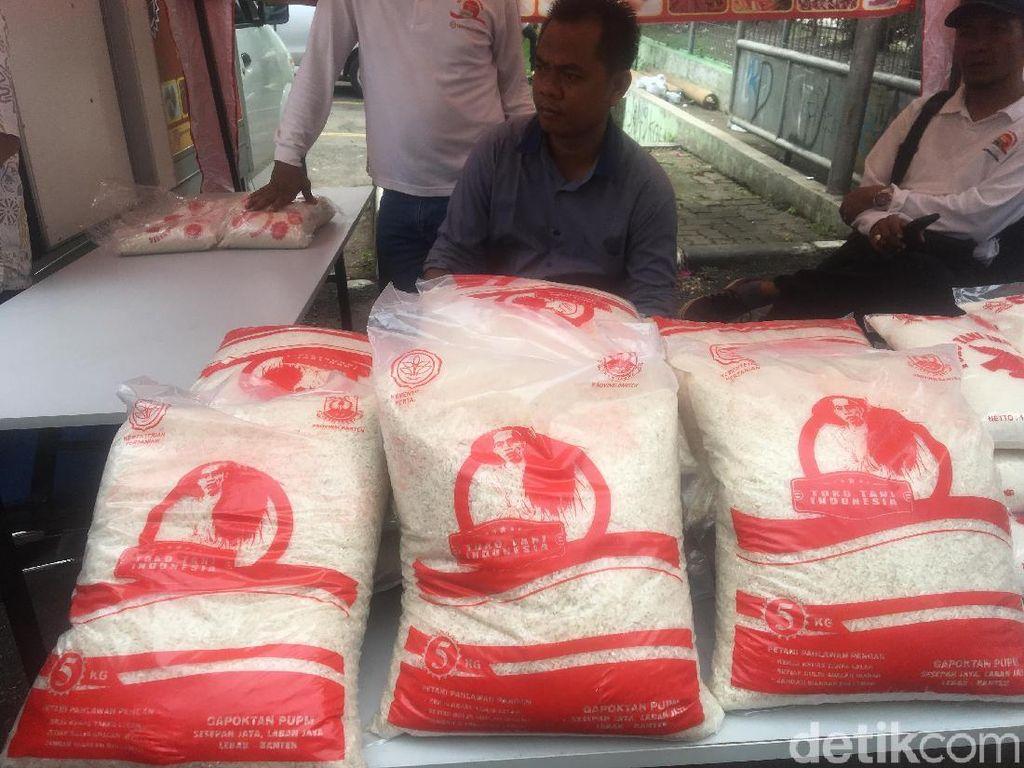 Kementan Jual Beras Murah Rp 8.000/kg di Cipinang