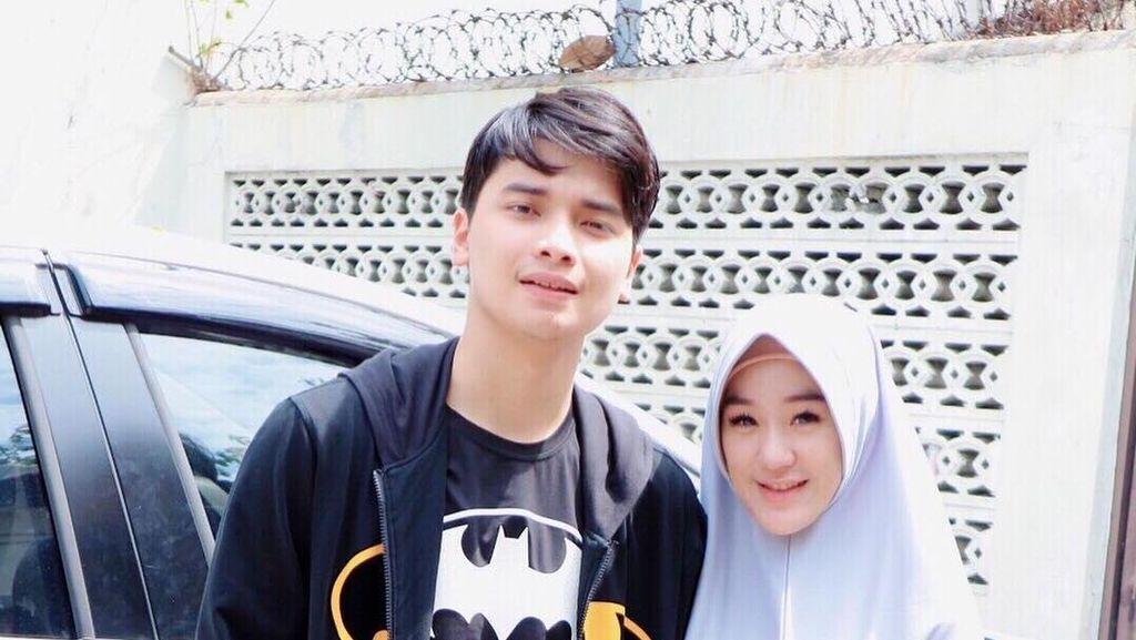 Foto: Gaya Hijab Syari Larissa Chou, Menantu Ustaz Arifin Ilham yang Mualaf