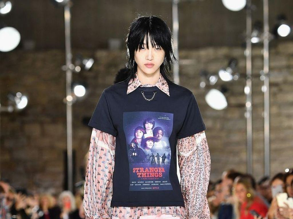 Louis Vuitton Desain T-shirt Stranger Things di Paris Fashion Week