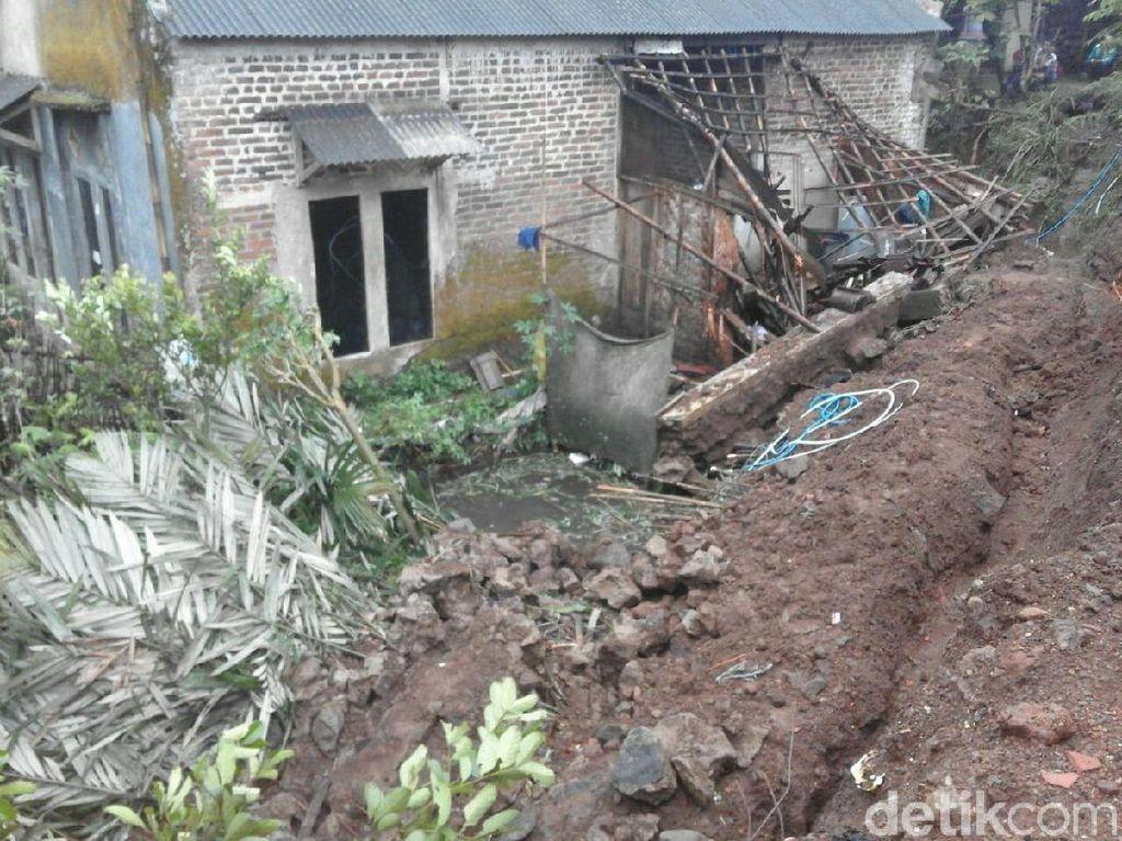 Longsor Menimbun 1 Rumah di Banjarnegara